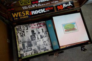 レコードを置いた様子2011/365/251 MY VINYL!