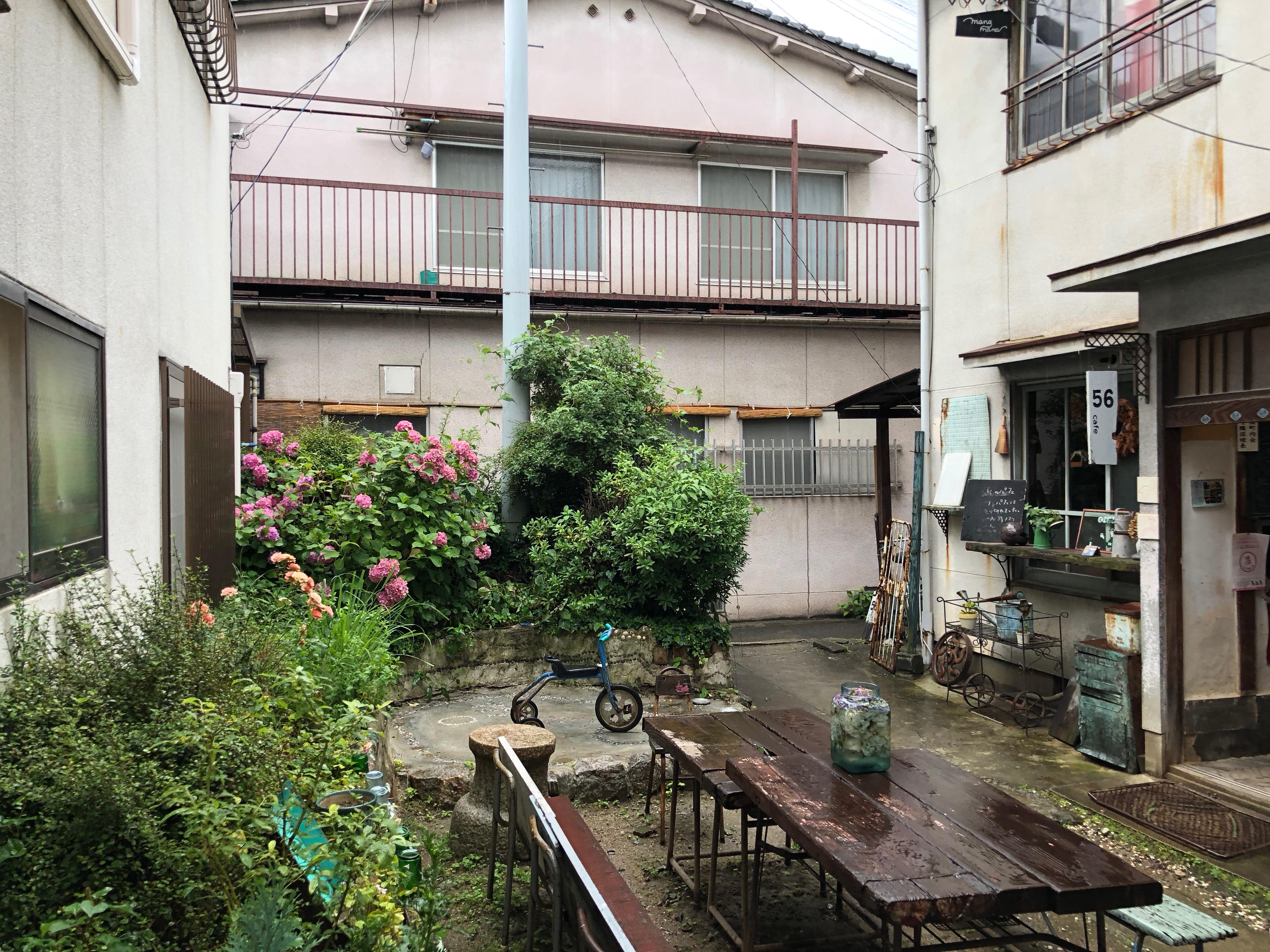 三軒家アパートメントの光景