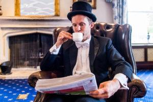 紅茶を楽しむ紳士