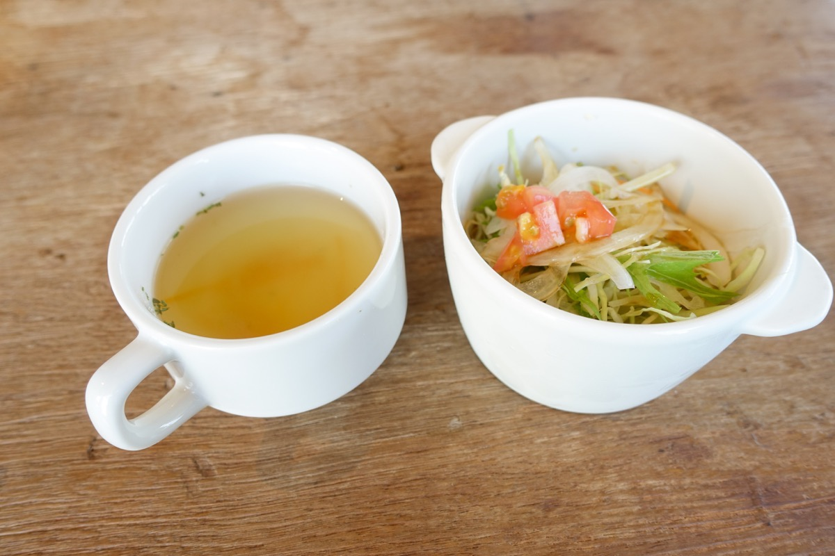 オスピターレのサラダとスープ