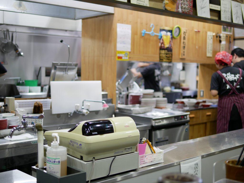 尾道ラーメンたにの厨房