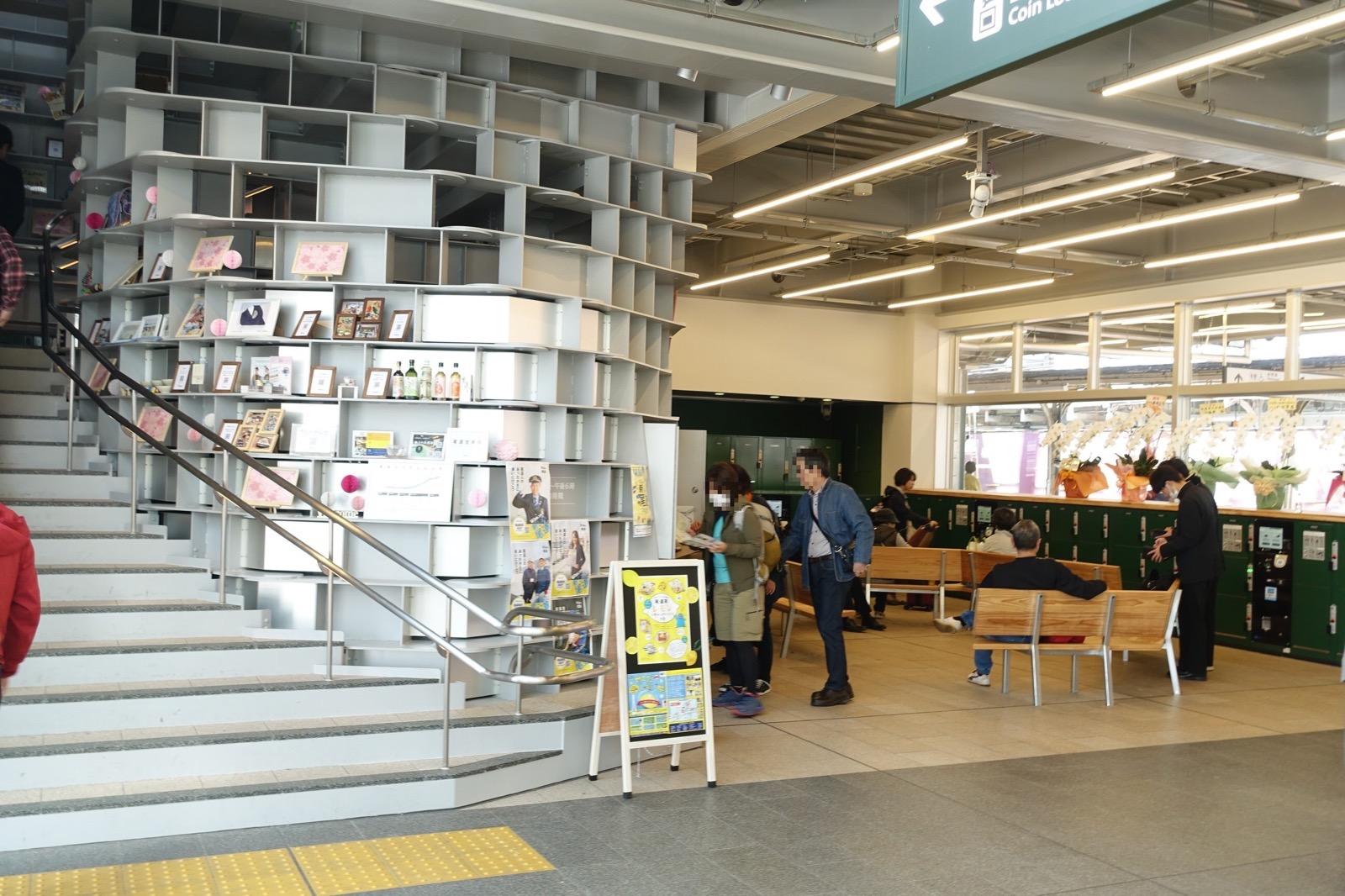 尾道駅の構内