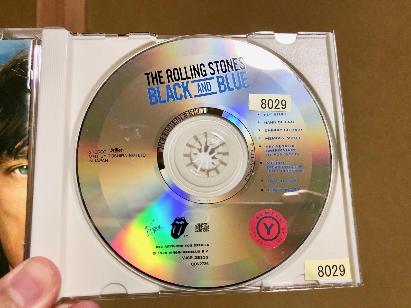 ブラック・アンド・ブルーのCDレーベル