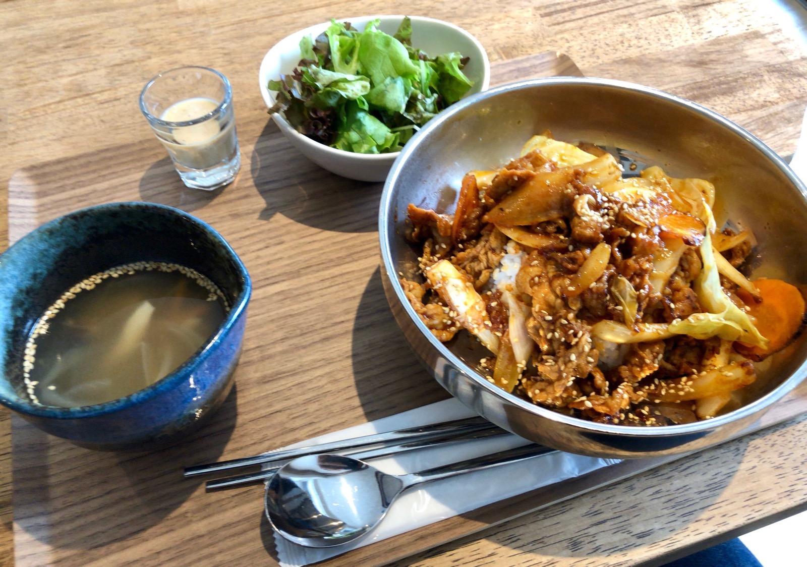 コチュジャンテジコギ丼ランチ Korean food