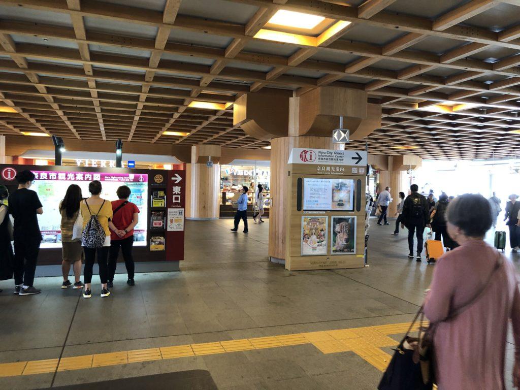 奈良駅の構内