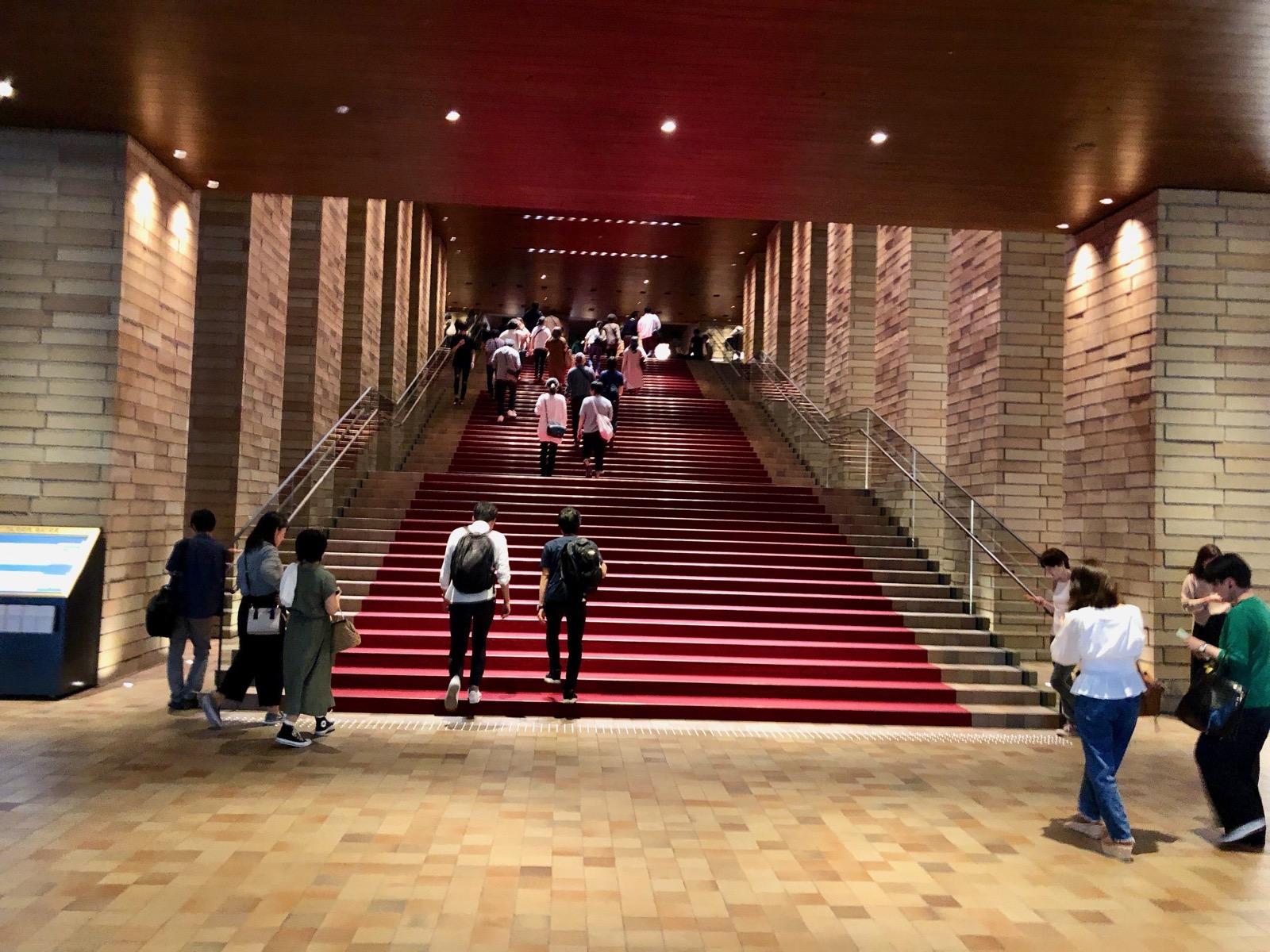 フェスティバルホールの階段